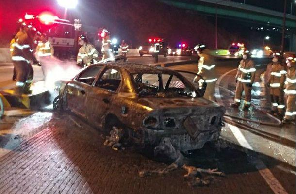 부울고속도로서 추돌 사고로 차량 화재
